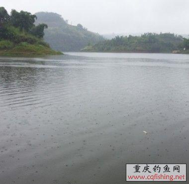 雨中湖.jpg