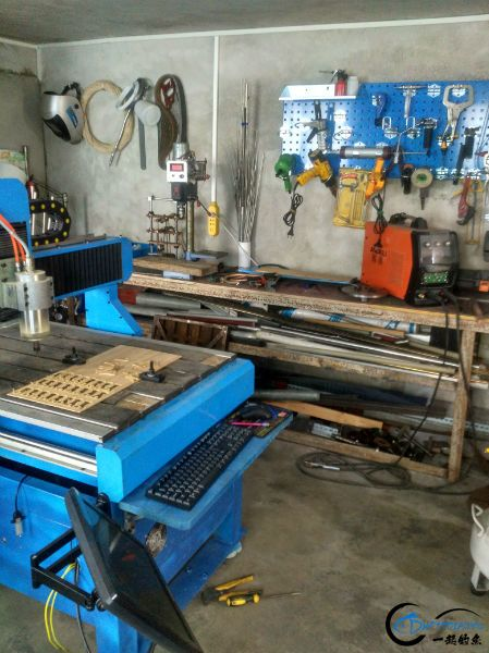 cnc雕刻机,二手稿完4000人民币,也就是目前5个竹盘的价格