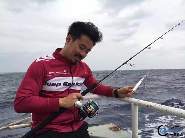 钓鱼人打拼多年积累下的渔具,年老时不知能换多少个不锈钢盆-2.jpg