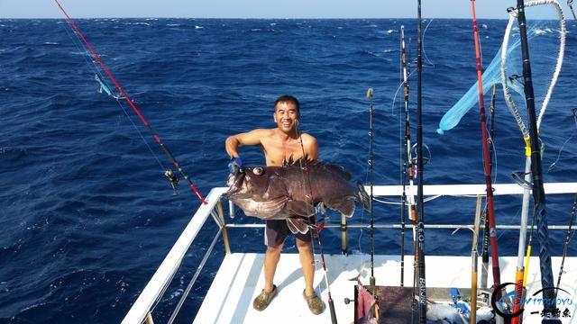 钓鱼人打拼多年积累下的渔具,年老时不知能换多少个不锈钢盆-9.jpg