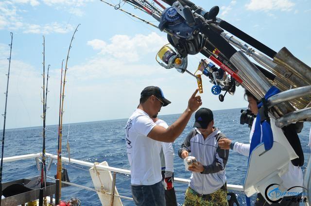 钓鱼人打拼多年积累下的渔具,年老时不知能换多少个不锈钢盆-14.jpg