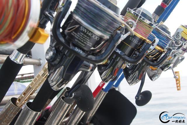 钓鱼人打拼多年积累下的渔具,年老时不知能换多少个不锈钢盆-16.jpg