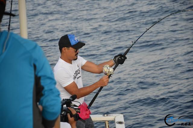 钓鱼人打拼多年积累下的渔具,年老时不知能换多少个不锈钢盆-18.jpg