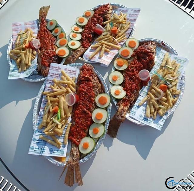 老外将渔获烹制成美味鱼火了,难道中国钓鱼人就没有人才了吗-11.jpg