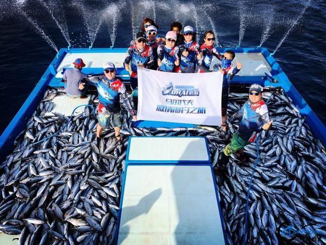 游钓马尔代夫体验了这辈子最疯狂的一次海钓!整个船都钓满了-10.jpg