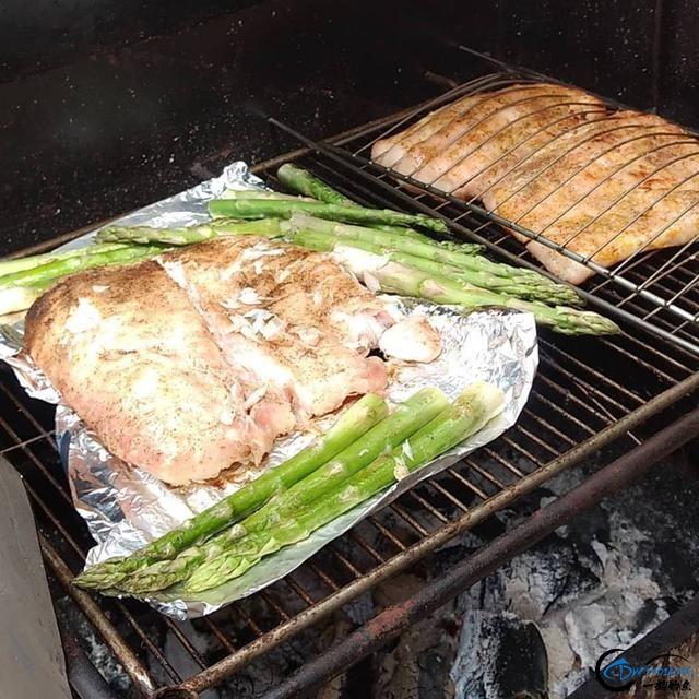 游钓亚马逊钓获巨骨舌鱼后不仅可以烤鱼,鱼皮更能做成皮鞋-15.jpg