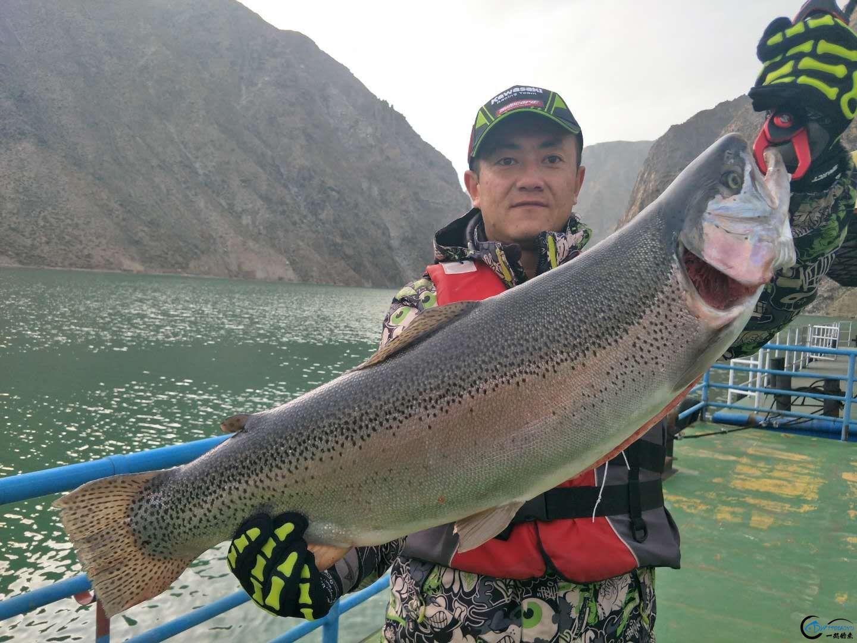 路亚:他们用的什么类型的饵,钓获的这些大鱼?-5.jpg