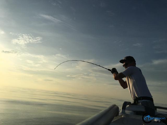 还有比这样钓鱼更拉仇恨的方式吗?简直就是赤裸裸的炫富啊-12.jpg