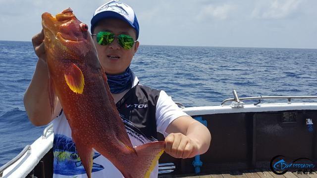 钓鱼人的海上大餐竟然是烧烤金枪鱼和金枪鱼刺身,真的好奢侈-1.jpg