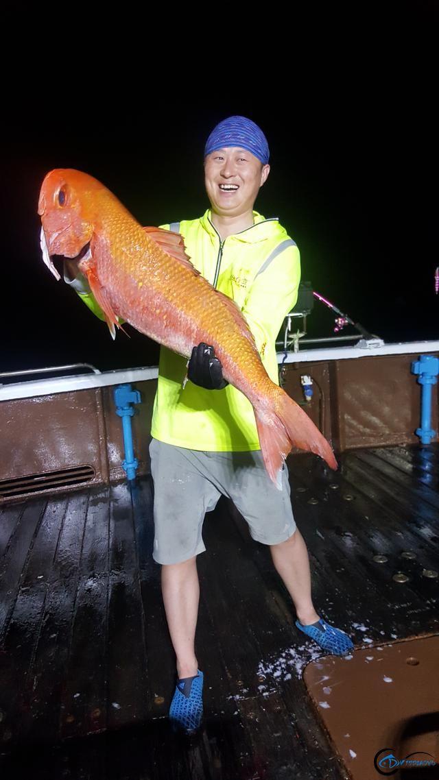 钓鱼人的海上大餐竟然是烧烤金枪鱼和金枪鱼刺身,真的好奢侈-10.jpg