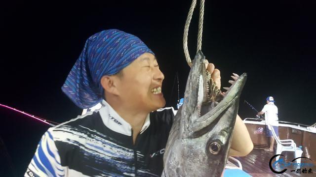 钓鱼人的海上大餐竟然是烧烤金枪鱼和金枪鱼刺身,真的好奢侈-11.jpg