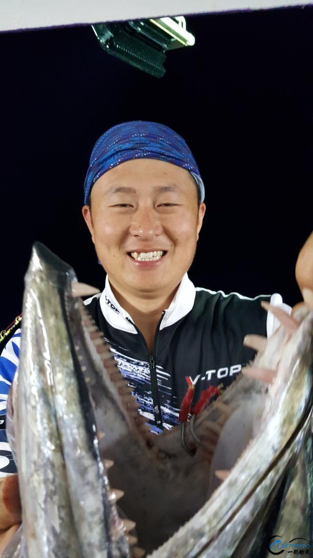 钓鱼人的海上大餐竟然是烧烤金枪鱼和金枪鱼刺身,真的好奢侈-15.jpg