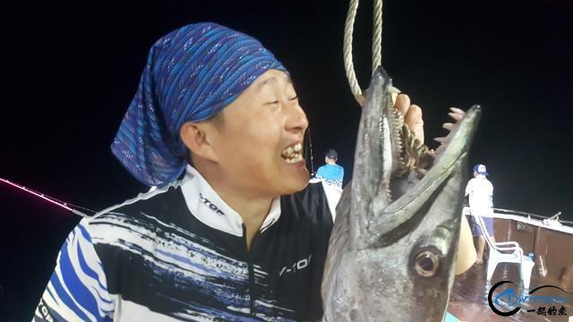钓鱼人的海上大餐竟然是烧烤金枪鱼和金枪鱼刺身,真的好奢侈-12.jpg