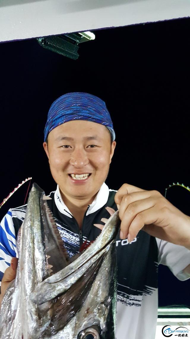 钓鱼人的海上大餐竟然是烧烤金枪鱼和金枪鱼刺身,真的好奢侈-14.jpg