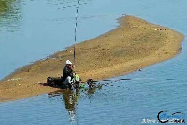 秋季钓鱼这样选钓位,渔获猛增很轻松-2.jpg