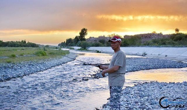 新疆钓鱼的风景太美了,我自己都没勇气看-5.jpg