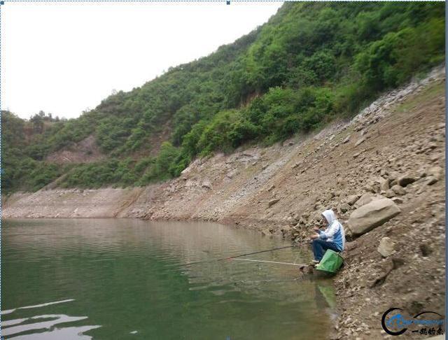 深浅交汇钓坎,水草稠密钓边,这两处都是冬季藏鱼的好位置-2.jpg