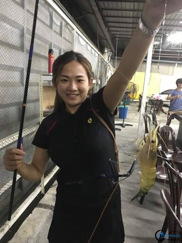 中国美女主播竟也组团去越南钓虾,这是要灭绝罗氏虾的节奏啊-9.jpg