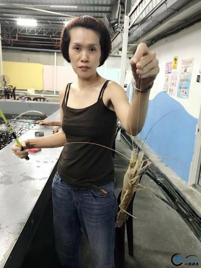 中国美女主播竟也组团去越南钓虾,这是要灭绝罗氏虾的节奏啊-14.jpg