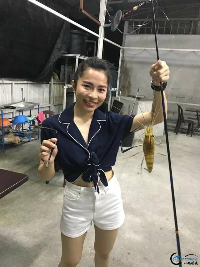 中国美女主播竟也组团去越南钓虾,这是要灭绝罗氏虾的节奏啊-17.jpg