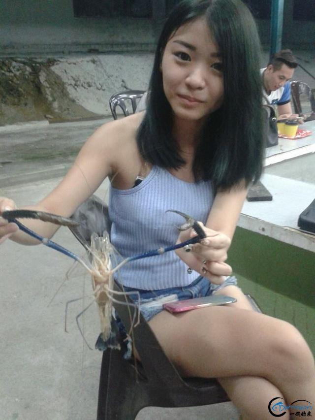 中国美女钓虾团远征越南罗氏虾,这钓获势必引发国内钓虾狂潮-4.jpg