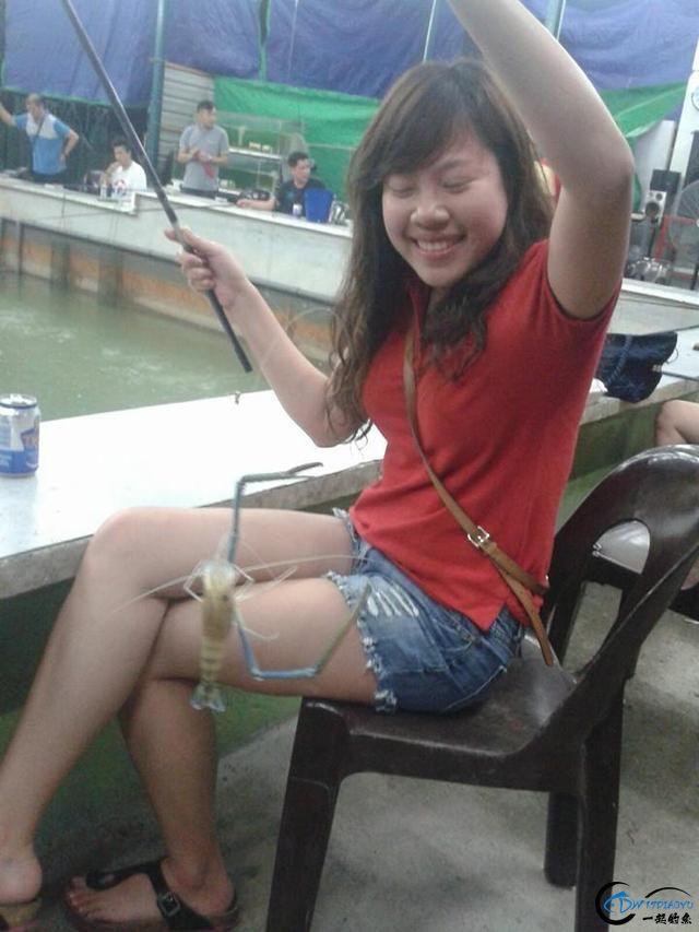 中国美女钓虾团远征越南罗氏虾,这钓获势必引发国内钓虾狂潮-9.jpg