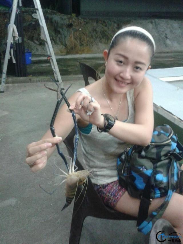 中国美女钓虾团远征越南罗氏虾,这钓获势必引发国内钓虾狂潮-3.jpg