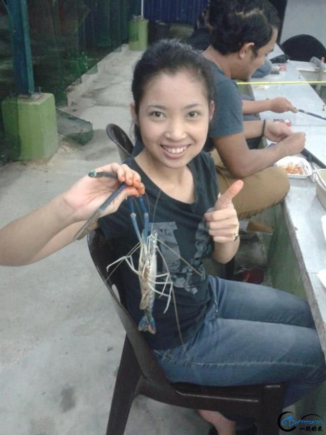 中国美女钓虾团远征越南罗氏虾,这钓获势必引发国内钓虾狂潮-11.jpg