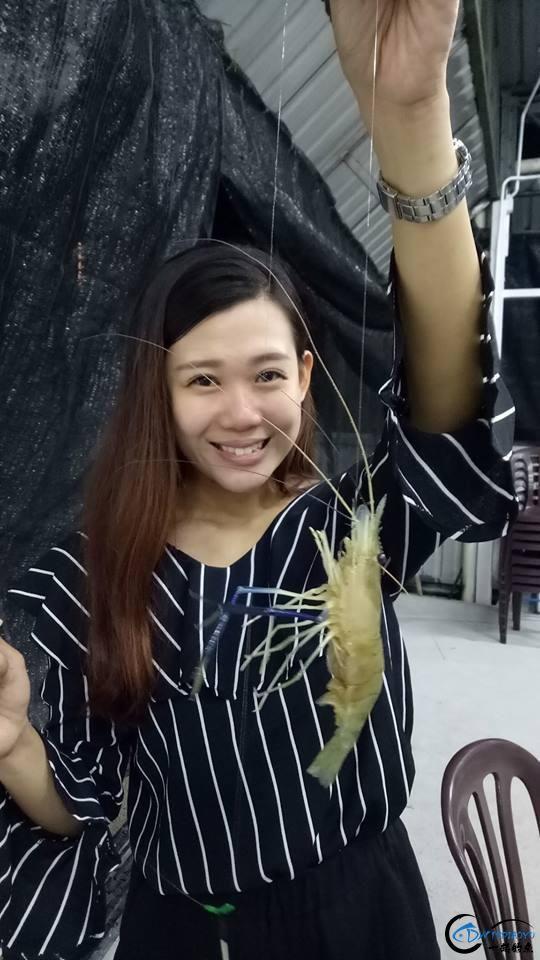 中国美女钓虾团远征越南罗氏虾,这钓获势必引发国内钓虾狂潮-5.jpg