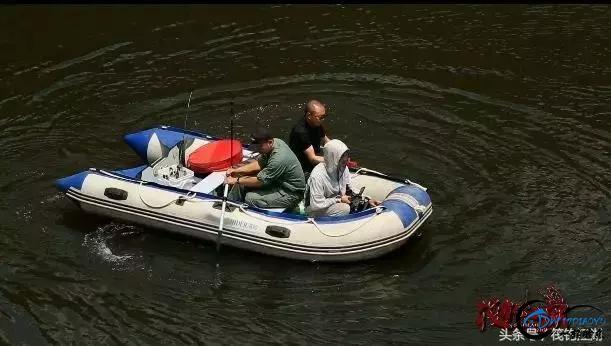 《筏钓江湖》第二季第25期:船筏大石板水库,嘉宾迎来鲤鱼狂口-2.jpg