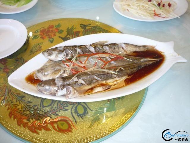 中国这个神秘的湖泊中蕴藏了8亿多公斤的鱼类,却没人敢去捞-20.jpg