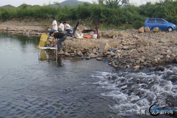 野钓选钓位的4大套路,选这些鱼扎堆的地方,渔获差不了-3.jpg